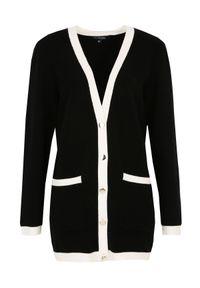Czarny sweter TOP SECRET w kolorowe wzory, z klasycznym kołnierzykiem