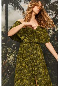 Zielona sukienka ANSWEAR rozkloszowana, z dekoltem typu hiszpanka, casualowa