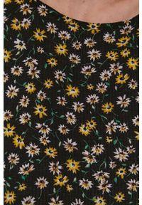 Jacqueline de Yong - Sukienka. Kolor: czarny. Materiał: dzianina. Długość rękawa: krótki rękaw. Typ sukienki: rozkloszowane