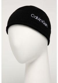 Czarna czapka Calvin Klein z aplikacjami