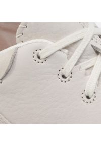 Białe sneakersy Clarks z cholewką