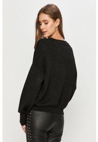 Czarny sweter Guess Jeans z aplikacjami, z długim rękawem, długi