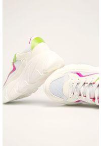 Białe buty sportowe Glamorous z okrągłym noskiem, na obcasie