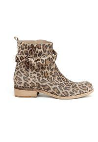 Zapato - botki - skóra naturalna - model 458 - kolor panterka. Okazja: na co dzień. Nosek buta: okrągły. Zapięcie: bez zapięcia. Materiał: skóra. Szerokość cholewki: normalna. Wzór: motyw zwierzęcy. Obcas: na obcasie. Styl: casual, klasyczny, elegancki. Wysokość obcasa: niski
