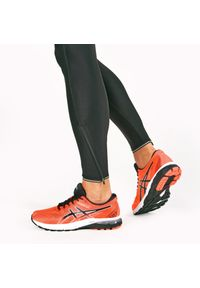 Czerwone buty do biegania Asics z cholewką