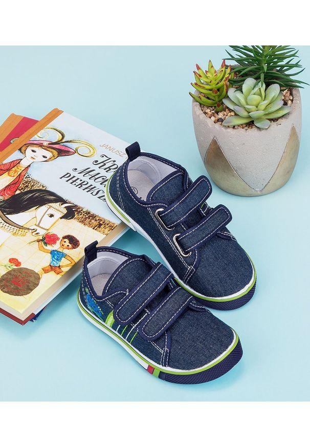 UNDERLINE - Trampki dziecięce Underline 66A19115 Granatowe. Zapięcie: rzepy. Kolor: niebieski. Materiał: guma, tkanina, skóra
