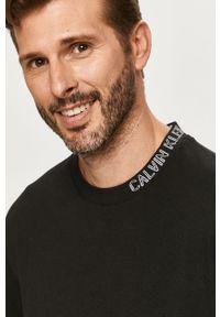 Czarny t-shirt Calvin Klein Jeans casualowy, z okrągłym kołnierzem, na co dzień