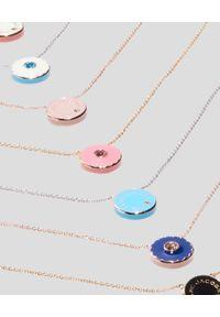 THE MARC JACOBS - Biało-różowy naszyjnik The Medallion. Materiał: z mosiądzu, złote. Kolor: biały. Kamień szlachetny: kryształ