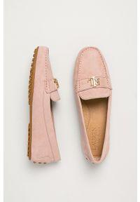 Lauren Ralph Lauren - Mokasyny zamszowe. Nosek buta: okrągły. Kolor: różowy. Materiał: zamsz. Wzór: gładki