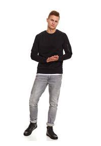 TOP SECRET - Bluza gładka z kieszonką. Kolor: czarny. Długość rękawa: długi rękaw. Długość: długie. Wzór: gładki. Sezon: jesień. Styl: klasyczny