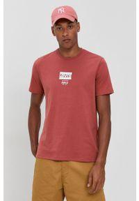 Levi's® - Levi's - T-shirt bawełniany. Okazja: na co dzień, na spotkanie biznesowe. Kolor: czerwony. Materiał: bawełna. Wzór: nadruk. Styl: biznesowy, casual