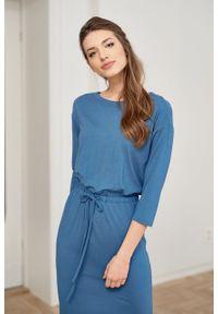 Marie Zélie - Sukienka Elwina szaroniebieska. Okazja: na co dzień. Kolor: niebieski. Materiał: bawełna, wiskoza, dzianina, materiał, elastan, tkanina, guma. Długość rękawa: krótki rękaw. Typ sukienki: proste. Styl: casual