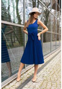 Merribel - Sukienka na Szerokich Ramiączkach z Plisowanym Dołem - Niebieska. Kolor: niebieski. Materiał: poliester, elastan. Długość rękawa: na ramiączkach