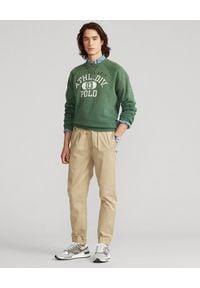 Ralph Lauren - RALPH LAUREN - Zielona bluza z nadrukiem. Okazja: na co dzień. Typ kołnierza: polo, bez kaptura. Kolor: zielony. Materiał: bawełna. Długość rękawa: długi rękaw. Długość: długie. Wzór: nadruk. Styl: sportowy, casual