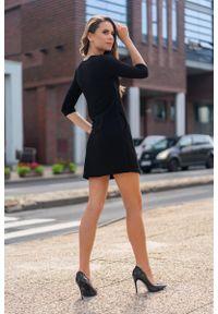 Merribel - Czarna Krótka Sukienka z Rękawem 3/4. Kolor: czarny. Materiał: poliester, elastan. Długość: mini