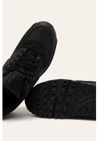 Czarne buty sportowe Nike na średnim obcasie, na obcasie