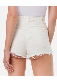 Elisabetta Franchi - ELISABETTA FRANCHI - Białe jeansowe spodenki. Stan: podwyższony. Kolor: biały. Materiał: jeans. Wzór: aplikacja. Sezon: lato