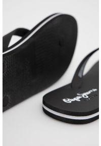 Pepe Jeans - Japonki Bay Beach Classic. Kolor: czarny. Materiał: materiał. Obcas: na obcasie. Wysokość obcasa: niski
