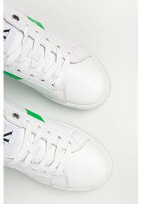 Białe sneakersy Calvin Klein Jeans z okrągłym noskiem, z cholewką