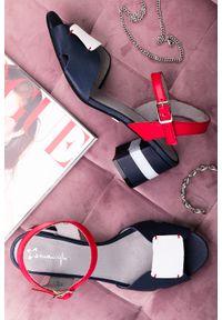 Maciejka - Granatowe sandały maciejka skórzane na ozdobnym obcasie 04120-17/00-5. Kolor: niebieski. Materiał: skóra. Obcas: na obcasie. Wysokość obcasa: średni