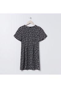 Sinsay - Zwiewna sukienka mini - Wielobarwny. Długość: mini