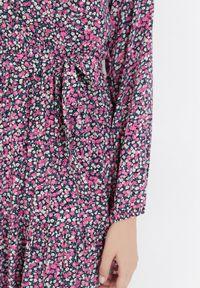 Born2be - Granatowo-Różowa Sukienka Mystithis. Kolor: niebieski. Długość rękawa: długi rękaw. Wzór: kwiaty. Typ sukienki: kopertowe. Długość: maxi