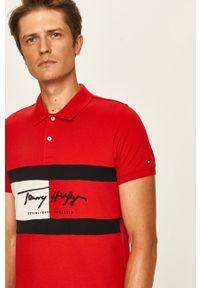 Czerwona koszulka polo TOMMY HILFIGER krótka, z aplikacjami