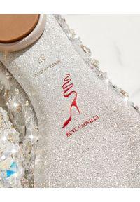 RENE CAOVILLA - Baleriny z kryształkami Cinderella. Nosek buta: okrągły. Kolor: szary. Materiał: koronka. Wzór: koronka, aplikacja. Obcas: na obcasie. Wysokość obcasa: średni #9
