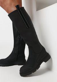 Born2be - Czarne Kozaki Mellestra. Nosek buta: okrągły. Zapięcie: zamek. Kolor: czarny. Szerokość cholewki: normalna. Wzór: aplikacja. Obcas: na obcasie. Wysokość obcasa: niski