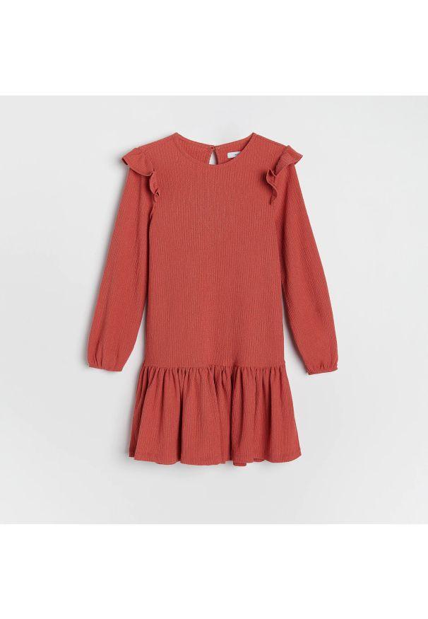 Reserved - Sukienka z falbaną - Różowy. Kolor: różowy