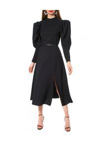 AGGI - Czarna sukienka z rozcięciem Wendy. Okazja: do pracy, na imprezę. Kolor: czarny. Materiał: tkanina. Wzór: kolorowy. Styl: wizytowy, elegancki. Długość: midi
