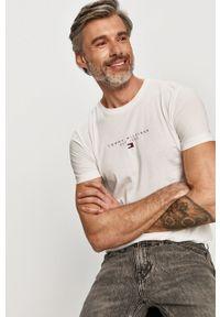 Biały t-shirt TOMMY HILFIGER casualowy, na co dzień, z nadrukiem