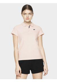 4f - Koszulka polo damska. Okazja: na co dzień. Typ kołnierza: polo. Kolor: różowy. Materiał: dzianina. Styl: casual