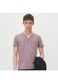 Reserved - Koszulka slim fit - Bordowy. Kolor: czerwony