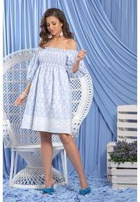 e-margeritka - Sukienka hiszpanka bawełniana haftowana - błękit, s. Okazja: na wesele, na imprezę, na komunię, na ślub cywilny. Typ kołnierza: dekolt hiszpanka. Materiał: bawełna. Wzór: haft. Styl: elegancki