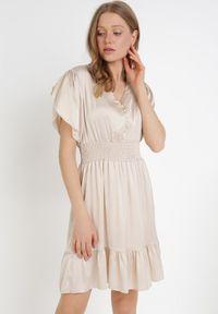 Born2be - Beżowa Sukienka Daphniphe. Typ kołnierza: dekolt gorset. Kolor: beżowy. Wzór: aplikacja. Sezon: lato, wiosna. Typ sukienki: gorsetowe. Długość: mini