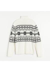 Kremowy sweter Reserved z golfem