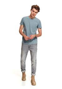 TOP SECRET - T-shirt strukturalny z kieszenią. Kolor: niebieski. Materiał: dzianina. Długość rękawa: krótki rękaw. Długość: krótkie. Sezon: jesień. Styl: wakacyjny, klasyczny