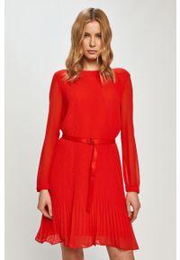 Czerwona sukienka Calvin Klein prosta, na co dzień