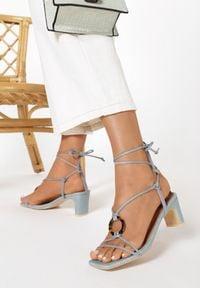 Born2be - Niebieskie Sandały Avameda. Nosek buta: otwarty. Kolor: niebieski. Materiał: len. Wzór: jednolity. Obcas: na słupku. Styl: elegancki