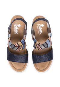 Niebieskie sandały Rieker casualowe, na obcasie