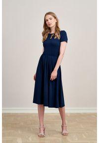 Marie Zélie - Sukienka Emelina Black Iris mikromodal krótki rękaw. Materiał: wiskoza, dzianina, elastan, włókno, skóra, guma. Długość rękawa: krótki rękaw. Styl: klasyczny. Długość: midi