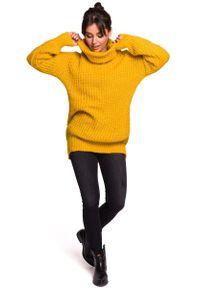 Pomarańczowy sweter MOE z golfem