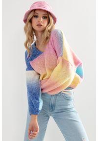 Fobya - Kolorowy Sweterek z Dekoltem V - Bali. Materiał: wełna, akryl, poliester, poliamid. Wzór: kolorowy