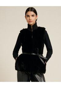 Luisa Spagnoli - LUISA SPAGNOLI - Kamizelka z futerkiem Marcante. Kolor: czarny. Materiał: futro