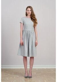 Marie Zélie - Sukienka Melania bawełna flanelowa w jodełkę szara. Kolor: szary. Materiał: bawełna. Długość rękawa: krótki rękaw. Wzór: jodełka