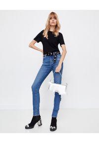 OFF-WHITE - Czarna koszulka z białym logo. Okazja: na co dzień. Kolor: czarny. Materiał: bawełna, jeans. Wzór: haft. Styl: casual