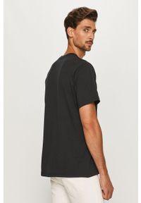 Czarny t-shirt Levi's® na co dzień, z okrągłym kołnierzem, z nadrukiem
