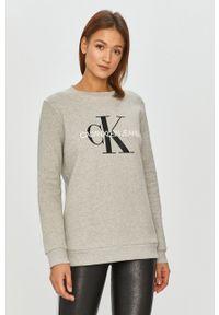 Calvin Klein Jeans - Bluza bawełniana. Kolor: szary. Materiał: bawełna. Długość rękawa: długi rękaw. Długość: długie. Wzór: nadruk