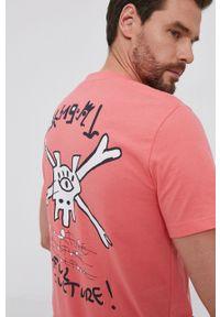 Desigual - T-shirt bawełniany. Okazja: na co dzień. Kolor: różowy. Materiał: bawełna. Wzór: nadruk. Styl: casual